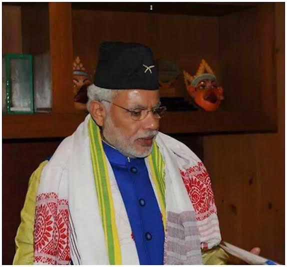 Narendra Modi in Nepali Topi